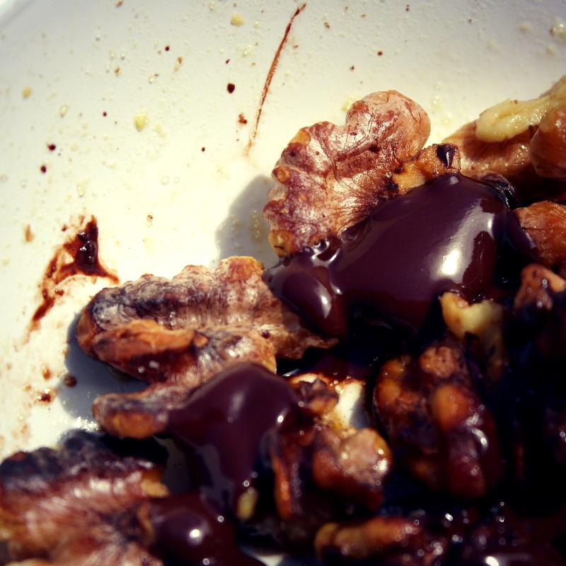 Walnuts_chocolate_Paleo_Snack